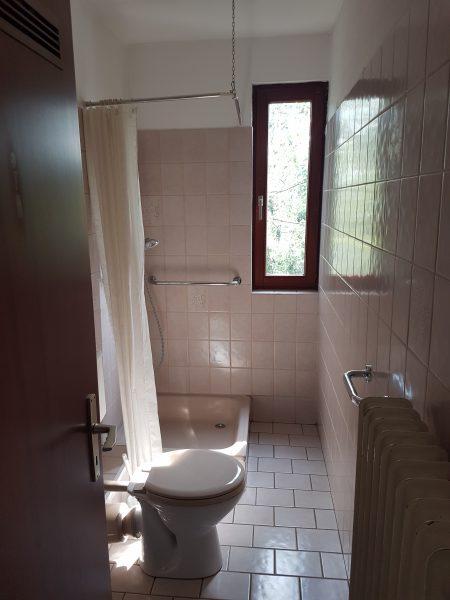 Dusche mit Fenster